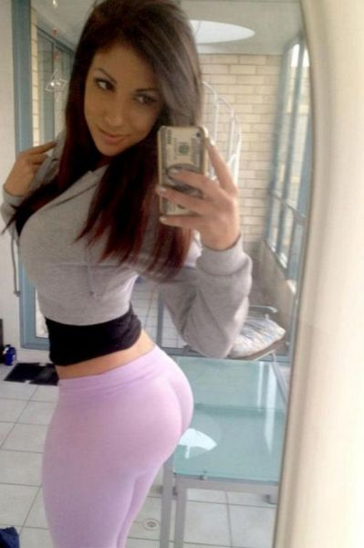 girl_in_tight_gymwear_32